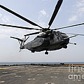 An Mh-53e Sea Dragon Prepares To Land Print by Stocktrek Images