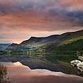 Llyn Nantlle at sunrise looking towards mist shrouded Mount Snow Print by Matthew Gibson
