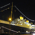 Queen Mary - 12122 Print by DC Photographer
