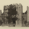 Hever Castle Yellow Plate Print by Chris Thaxter