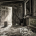 Inside Leo's Apple Barn - The old television in the apple barn Poster by Gary Heller