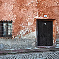 Old house over cobbled ground Print by RicardMN Photography