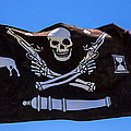 Pirate flag with skull and pistols  es Print by Garry Gay