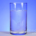 Alka-seltzer Dissolving In Water Print by Photo Researchers, Inc.