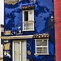 Colonial buildings in old Cartagena Colombia Poster by David Smith