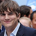 Ashton Kutcher At The Press Conference Print by Everett