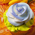 Blue rose cup cake Print by Garry Gay