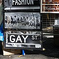LUNCH TIME BETWEEN FASHION AVE AND GAY STREET Poster by ROB HANS