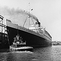RMS Queen Elizabeth Print by Dick Hanley and Photo Researchers