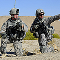 U.s. Army Soldiers Familiarize Print by Stocktrek Images