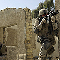 U.s. Army Soldiers Reacting To Small Print by Stocktrek Images